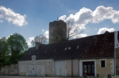 Tour de César -   Châtillon-sur-Indre (Indre)  Salle communale de réunions, place du Vieux Château.
