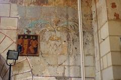 Eglise Saint-Etienne - Paulnay (Indre)  Eglise Saint-Etienne.  (Fresque)  Construite dans le plus pur style roman poitevin, l'église actuelle ne remonte pas au-delà du XIIe siècle.  La façade, qui ressemble à celle de Notre-Dame de Fontgombault (Indre), est remarquable par son magnifique portail orné de sculptures (motifs végétaux, sirènes, oiseaux)  Paulnay possède un bel ensemble de fresques (15ème siècle): vestiges de l'Enfer (côté nord de la nef), calendrier et travaux des mois, anges musiciens (travée droite du chœur), Christ en majesté au cul-de-four, et au-dessous sous forme de bandeau les épisodes du martyre de saint Etienne, patron de l'église.  Le site de Paulnay remonterait à une époque antérieure au Moyen-Age, en effet lors de fouilles, les assises d'un temple gallo-romain ont été découvertes ainsi que des inhumations dont les plus anciennes dateraient de l'époque mérovingienne comme le témoignent les deux sarcophages exposés sur le parvis.  Le bourg de Paulnay a révélé plusieurs milliers de sépultures sur la place devant l'église.    St. Stephen's Church.  Built in typical Roman-style Poitevin, the current 12th century church.  The facade, similar to that of Our Lady of Fontgombault (Indre), is remarkable for its beautiful portal decorated with sculptures (plant motifs, sirens, birds)  Paulnay has a fine collection of paintings (15th century): remains of Hell (north side of the nave), calendar and work for months angel musicians (right row of the choir), Christ in Majesty on the cul-de-four , and below in the form of banner episodes of the martyrdom of St. Stephen, the church's patron.  Site Paulnay dates back to a time before the Middle Ages. Indeed, during excavations, the foundations of a Roman temple were discovered. The two sarcophagi, exposed on the square are of Merovingian.  The village of Paulnay revealed several thousand graves in the square outside the church.