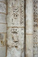 Eglise Saint-Etienne - Paulnay (Indre)  Eglise Saint-Etienne.  (Détail du portail).  Construite dans le plus pur style roman poitevin, l'église actuelle ne remonte pas au-delà du XIIe siècle.  La façade, qui ressemble à celle de Notre-Dame de Fontgombault (Indre), est remarquable par son magnifique portail orné de sculptures (motifs végétaux, sirènes, oiseaux)  Paulnay possède un bel ensemble de fresques (15ème siècle): vestiges de l'Enfer (côté nord de la nef), calendrier et travaux des mois, anges musiciens (travée droite du chœur), Christ en majesté au cul-de-four, et au-dessous sous forme de bandeau les épisodes du martyre de saint Etienne, patron de l'église.  Le site de Paulnay remonterait à une époque antérieure au Moyen-Age, en effet lors de fouilles, les assises d'un temple gallo-romain ont été découvertes ainsi que des inhumations dont les plus anciennes dateraient de l'époque mérovingienne comme le témoignent les deux sarcophages exposés sur le parvis.  Le bourg de Paulnay a révélé plusieurs milliers de sépultures sur la place devant l'église.    St. Stephen's Church.  Built in typical Roman-style Poitevin, the current 12th century church.  The facade, similar to that of Our Lady of Fontgombault (Indre), is remarkable for its beautiful portal decorated with sculptures (plant motifs, sirens, birds)  Paulnay has a fine collection of paintings (15th century): remains of Hell (north side of the nave), calendar and work for months angel musicians (right row of the choir), Christ in Majesty on the cul-de-four , and below in the form of banner episodes of the martyrdom of St. Stephen, the church's patron.  Site Paulnay dates back to a time before the Middle Ages. Indeed, during excavations, the foundations of a Roman temple were discovered. The two sarcophagi, exposed on the square are of Merovingian.  The village of Paulnay revealed several thousand graves in the square outside the church.