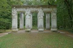 Domaine de Chenonceau - Français:   Caryatides au château de Chenonceau (Chenonceaux, Indre-et-Loire, France).