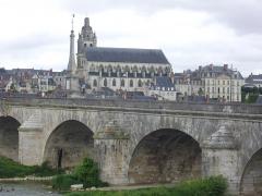 Cathédrale Saint-Louis -  Pont Jacques-Gabriel et cathédrale Saint-Louis, à Blois (Loir-et-Cher, France)