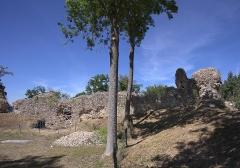 Ruines du château fort - English:   Castle of Montfort-sur-Risle