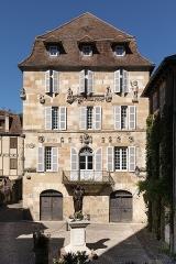 Maison devant le portail méridional de l'église Saint-Pierre - Français:   Maison Renaissance de Beaulieu-sur-Dordogne