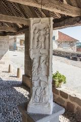 Croix de cimetière - Français:   Croix de cimetière de Curemonte, dans la halle Jean Lalé