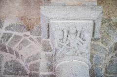 Eglise Saint-Barthélémy - Deutsch:  Skulpturenkapitell, Kirche Saint-Barthélémy, Liginiac