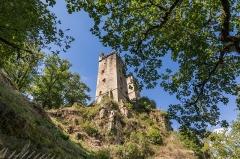 Restes du château de Merle - Français:   Tours de Merle, Saint-Geniez-ô-Merle