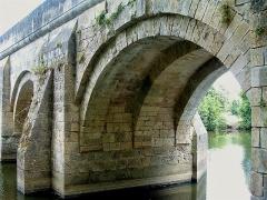 Pont du Vernay - Français:   Pont de Vernay à Airvault: une travée vue de l\'aval