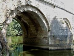 Pont du Vernay - Français:   Pont de Vernay à Airvault: une travée vue de l\'amont