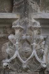 Eglise Notre-Dame - Français:   Détail sculpté de la façade occidentale de la basilique Notre-Dame de Gray (70).