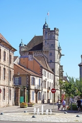 Hôtel de ville  dit tour des Echevins ou encore Maison carrée - Français:   La tour des échevins à Luxeuil-les-Bains.