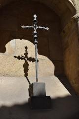 Eglise paroissiale Saint-Martin - Français:   Croix à l\'église Saint-Martin à Limoux