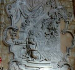 Ancienne chapelle des Pénitents-Blancs - Français:   Gypserie du XVIIIe siècle représentant l\'Annonciation. Chapelle des Pénitents blancs de Narbonne, dite aussi église ND de Grâces.