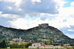 Ruines du Castellas - Français:   vue sur Saint-Victor-la-Coste et son Castellas