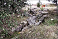 Villa gallo-romaine - Français:   Lespignan (Hérault, Occitanie), villa gallo-romaine de Vivios, grand egout nord est. Vue vers l\'ouest.