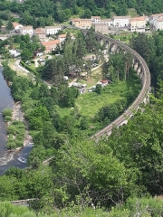 Viaduc de Chapeauroux - Français:   Le viaduc de Chapeauroux, à la frontière entre Haute-Loire et la Lozère, dans les gorges de l\'Allier.
