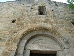Eglise Saint-Félix - Català:   Façana occidental de Sant Feliu de Fillols. Detall