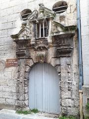 Immeuble - Français:   Porte de l\'ancien couvent des Carmélites