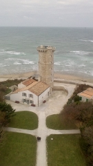 Vieux Phare des Baleines et phare des Baleineaux - Français:   Vieux phare des Baleines, commune de Saint-Clément-des-Baleines (Charente-Maritime, Nouvelle-Aquitaine, France).