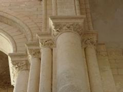 Abbaye -  Abbatiale Saint-Junien de Nouaillé-Maupertuis (86). Intérieur. Chapiteau.