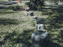 Résidence du Sous-Préfet - Français:   Exposition temporaire de pilons traditionnels réunionnais en basalte et galet