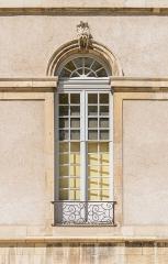 Hôtel de ville (ancien Evêché) - English:  Window of the town hall of Toul, Meurthe-et-Moselle, France