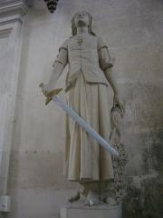 Ancienne abbaye -  Église abbatiale Saint-Michel de Saint-Mihiel (Meuse, France). Statue (Jeanne d'Arc?)