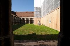 Cathédrale Notre-Dame - English:  View over the garden in the cloister of the Cathédrale Notre-Dame de Verdun.