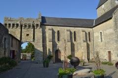 Château d'Aubigné - English:  Porche et église