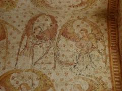 Eglise paroissiale Notre-Dame - Français:   Fresques ornant les voûtes de la chapelle Sainte-Anne de l\'église Notre-Dame de Cossé-en-Champagne (53). Partie est. Anges musiciens au phylactère et au rebec.