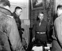Château de Servigny - English:   German surrender at Cherbourg. U.S. Major-General Joseph Lawton Collins (Head of VII U.S. Corps at Castle Servigny), receives the signing of the instrument of surrender of the German General Staff, represented by Generalleutnant Karl Wilhelm von Schlieben (at the left of the image), Commander of the Festung Cherbourg and Konteradmiral Walter Hennecke (left, with back turned).