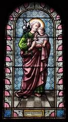 Eglise Saint-Martin - Français:   Intérieur de l\'église Saint-Martin de La Motte-Ternant (21). Vitrail. Saint-Joseph et l\'Enfant-Jésus.
