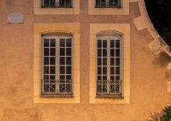 Immeuble - English:  Windows of the building at 3 quai des Mariniers in Nevers, Nièvre, France