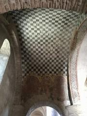 Ancienne abbaye Saint-Philibert - Français:   Galilée de l\'abbatiale Saint-Philibert de Tournus (Saône-et-Loire, Bourgogne-Franche-Comté), voute transversale peinte en damier, vue en direction de la nef.