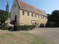 Ancien château royal, prieuré Saint-Maurice et mur gallo-romain - Français:   Prieuré Saint-Maurice