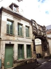 Maison - English:  Gate of Bouvelle Court, Rue Serurier, Laon (France, XV)