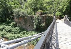 Pont suspendu sur la Cance dit Pont du Moulin  (également sur commune de Quintenas) - English:  Vernosc-lès-Annonay: Moulin sur Cance