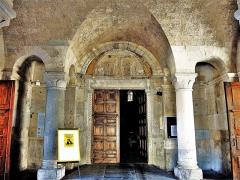Ancienne cathédrale, actuellement Eglise Notre-Dame - Français:   Porche de la cathédrale