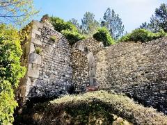 Remparts - Français:   Ancienne porte Sainte-Agathe, dans le rempart ouest de la ville. Cette porte est maintenant obturée.