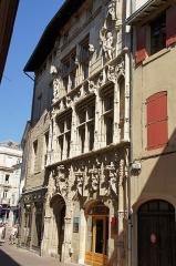 Maison des Têtes - Français:   Valence façade de la maison des têtes