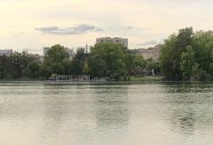 Parc de la Tête-d'Or - English:  View of Porte des Enfants du Rhône and Embarcadère, Parc de la Tête d'Or at Lyon