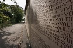 Parc de la Tête-d'Or - English:  Details of Cénotaphe Monument aux Morts, l'île du Souvenir