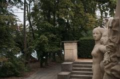 Parc de la Tête-d'Or - English:  Monument aux Morts, l'île du Souvenir, Parc de la Tête d'Orl