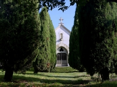 Eglise de Lemenc - English:  Sight of De Boigne family vault in the former cemetery of Lémenc, in Chambéry, Savoie, France.