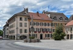 Fontaine - English:  Fountain at Place de l'Hôtel-de-Ville in Thonon-les-Bains, Haute-Savoie, France