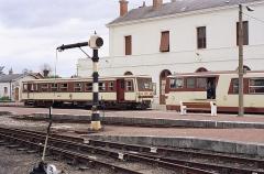 Ligne à voie ferrée métrique le Blanc-Argent (ou B.A.) sur le tronçon Luçay-le-Malé-Argy - Français:   Les autorails X 241 et X 213 en gare de Romorantin le 14 octobre 1989.