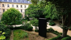 Ecole normale supérieure - English:  Monolith as displayed at the École normale supérieure in Paris, France. The monolith has been erected by unknown authors.