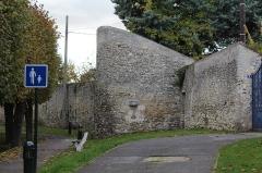 Edifice appelé la Tour du Loup - Français:   Tour du Loup, Étampes.