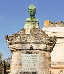 Entrée du cimetière de Terre-Cabade - French sculptor and painter