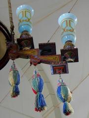 Chapelle Sainte-Marie-du-Cap - Français:   Chapelle Sainte-Marie-du-Cap, chapelle de la Villa Algérienne à Lège-Cap-Ferret (33). Intérieur. Lustre. Détail d\'une branche.