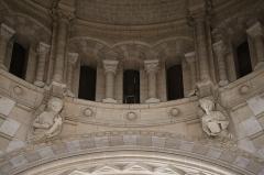 Eglise Saint-Martin -  Intérieur de l'église de Janzé (35) dédiée au Sacré-Cœur, à Saint-Pierre et Saint-Martin. Détails sculptés de la coupole à la croisée du transept. Anges.